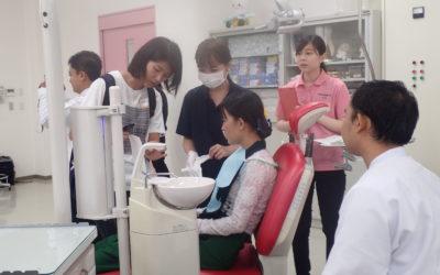 口腔保健学科では歯科衛生の実践