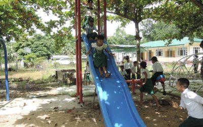 slide_playing_children
